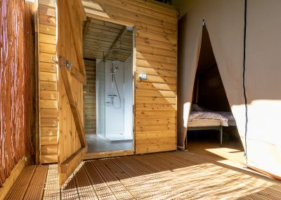 Luxury glamping bathroom_shower