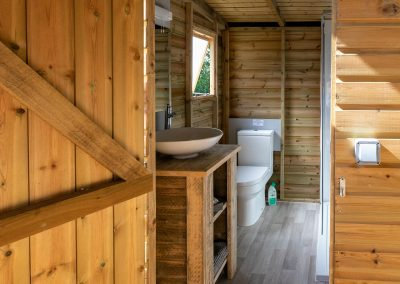 Luxury glamping bathroom_toilet_sink